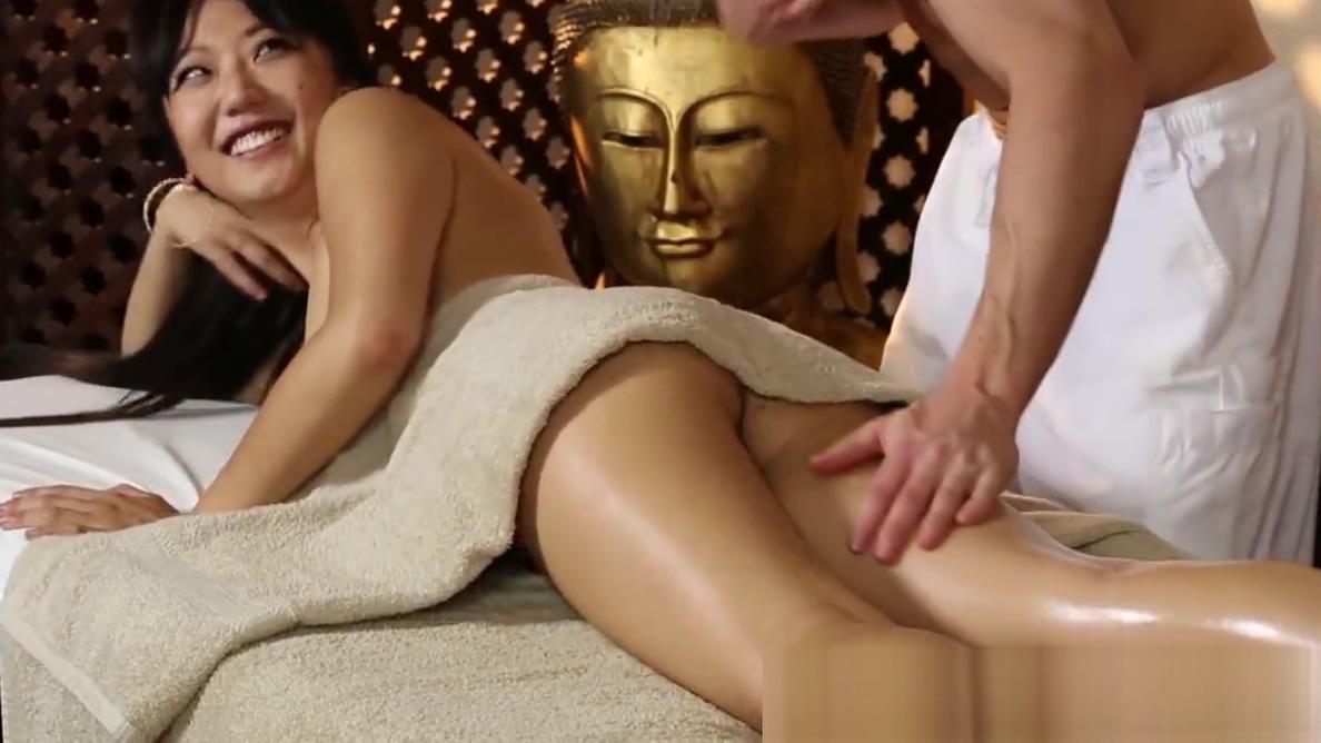 Smalltits asian babe banged during massage