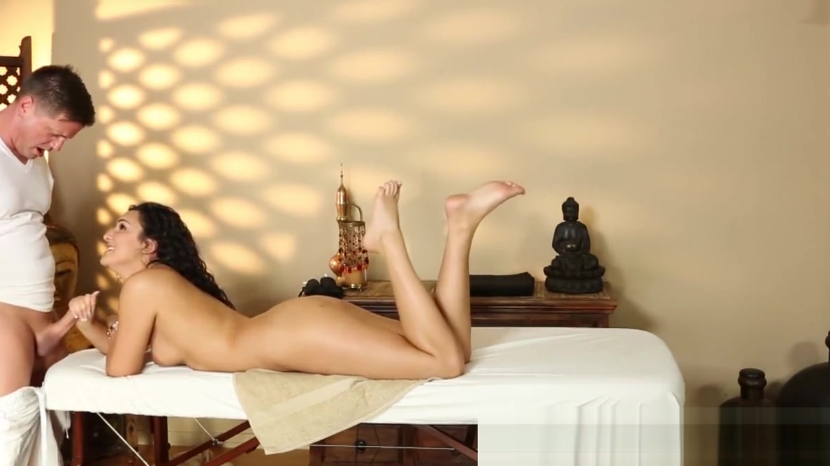 Bigass beauty banged on the massage table