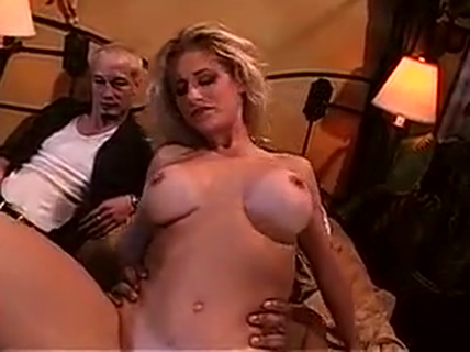 Hot chick banged by 2 lucky guys