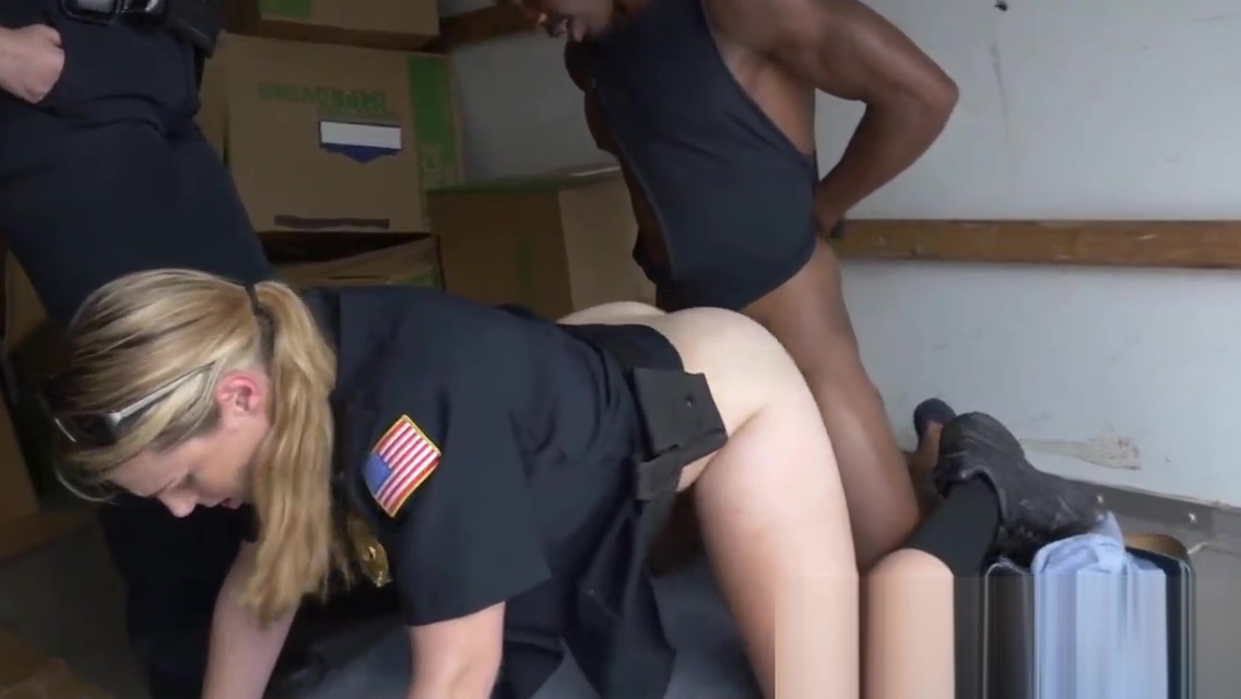 WHITE officer gets pounded by black muscled THUG
