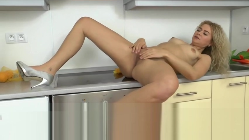 sexy pussy blonde