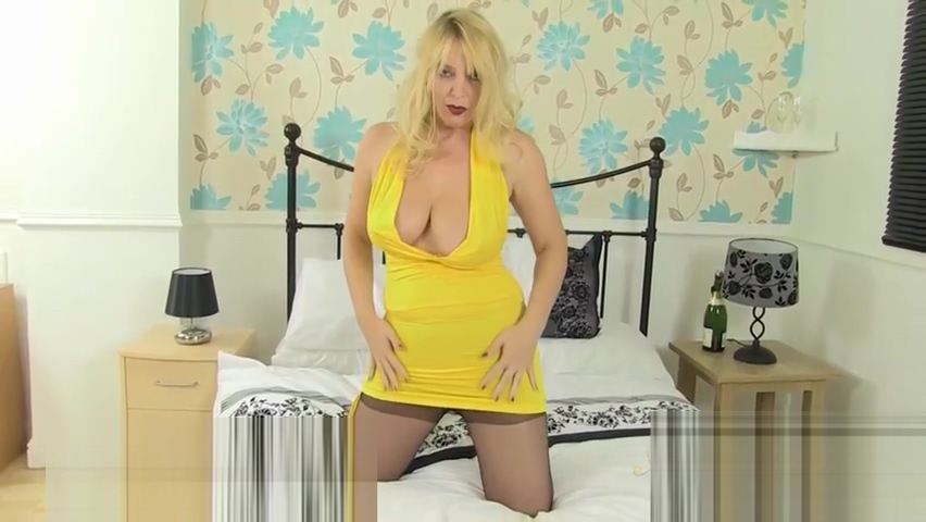 babe in yellow dancing