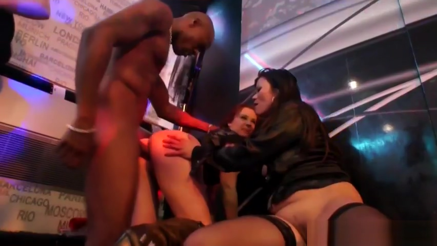 Amateur eurobabe pounded at orgy in club by strippers