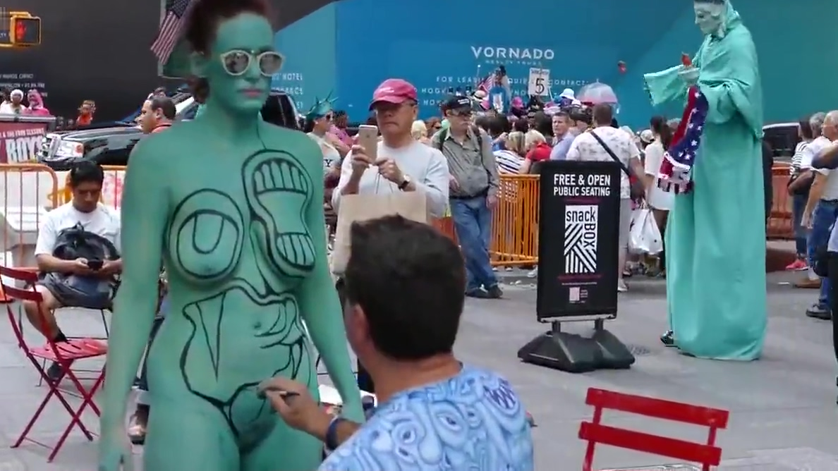 Bodypainting on the private parts of women - World Bodypaint