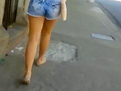 Novinha linda de shortinho
