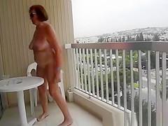 Exhibitionist mature flashing body in balcony
