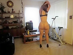 Big booty woman posing for camera