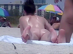 Wet and oiled ass gets voyeured