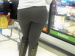 Following a girl's sexy ass in the store
