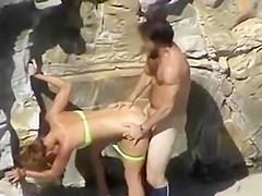 Paar fickt in der Nahe vom Strand