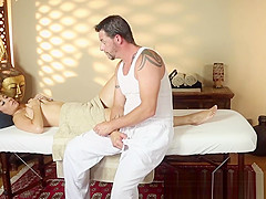 Babe sucking masseurs cock after rubdown