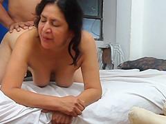Mujer madura de Ica, goza al ser penetrada por el ano...
