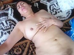 Lucesita de Ica, Peru de 64 añ itos...masturbandose por la mañ ana y teniendo un buen orgasmo de clitoris...