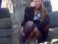 Girls outdoor pee wh-1