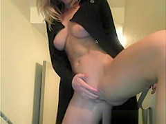Sexy Blonde Fingers Herself On Cam