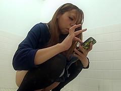 Urinating japanese babes