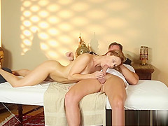 Busty amateur babe gives nice bj to masseur