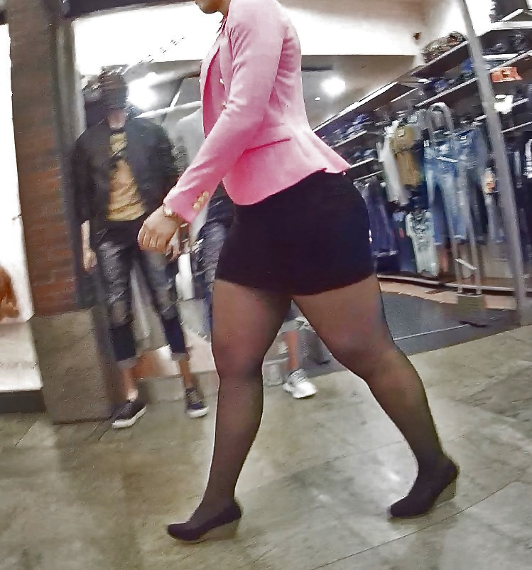 Видео жирные ляхи в мини юбках в обтяжку девки микро стрингах