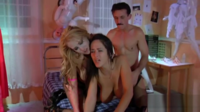 Voyeur pussy licking threesome